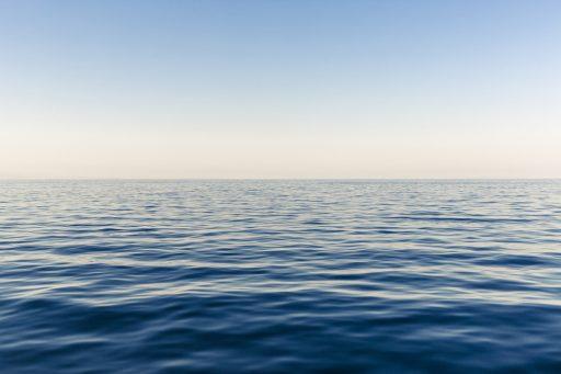 de zee zonsopkomst